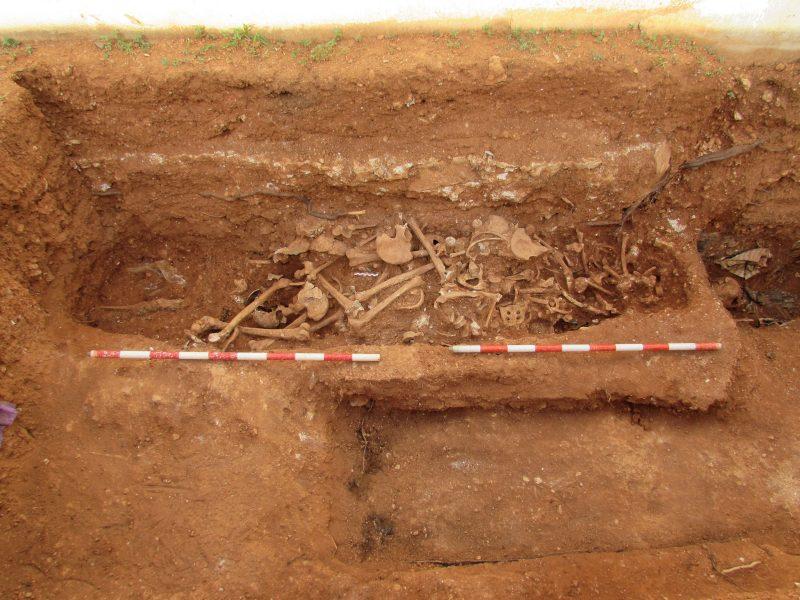 Excavación de fosas cementerio viejo de Ibiza.